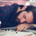 Fatigue surrénale : Explication, 27 symptômes, 1 cause + 7 conseils